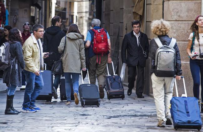 Turismoa mugatu behar al litzateke?