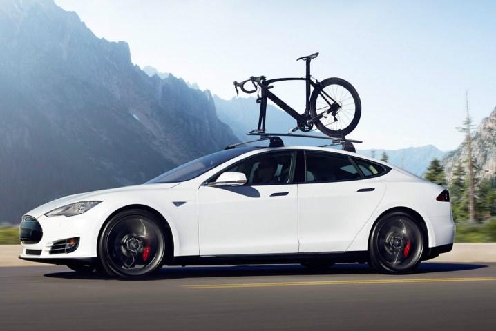 Tesla auto batean ibili nahi duzu?