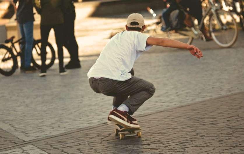 Skatea, gurpil gainean ibiltzea modan dago